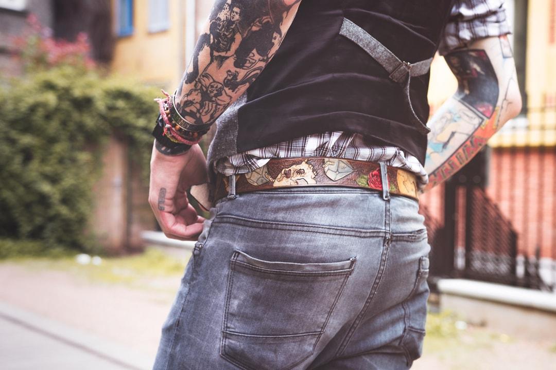 ceinture en cuir gravée de cranes fait par bandit