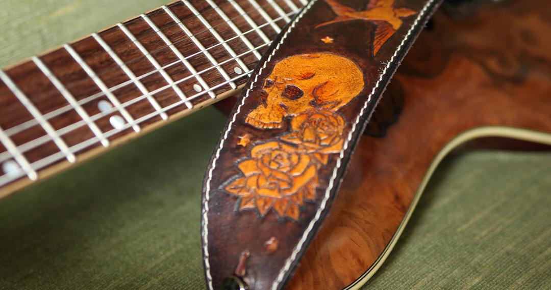 sangle guitare cuir cranes skulls