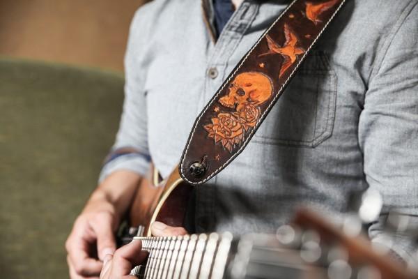 sangle guitare cuir