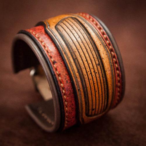 bracelet en cuir rouge et tan moucheté