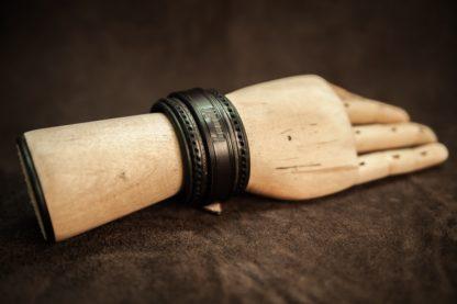 bracelet noir cuir main bois
